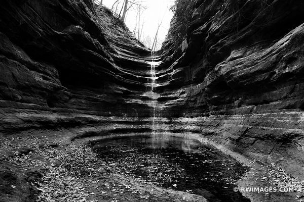 WATERFALL FRENCH CANYON STRAVED ROCK STATE PARK UTICA ILLINOIS BLACK AND WHITE