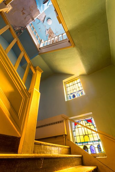 Magyar_Reformed_Church_Stairway_Stained_Glass