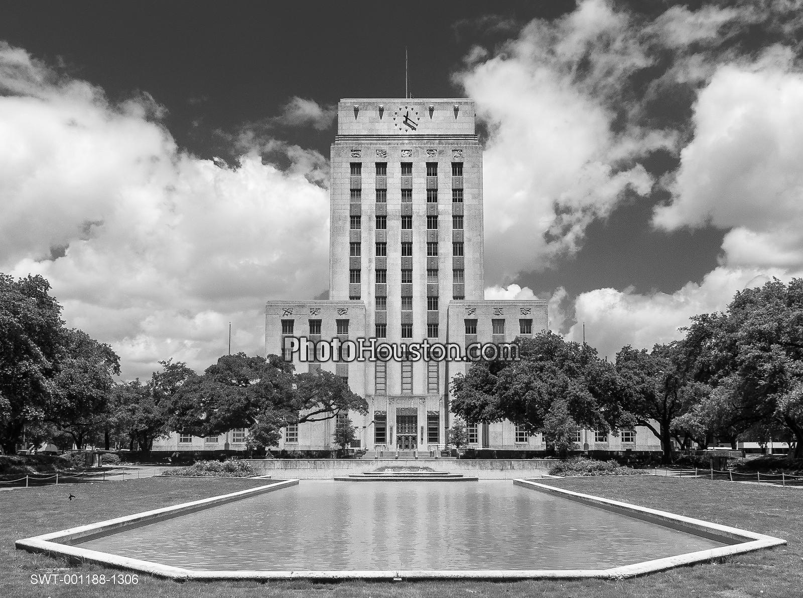 Houston City Hall and Hermann Square reflecting pool