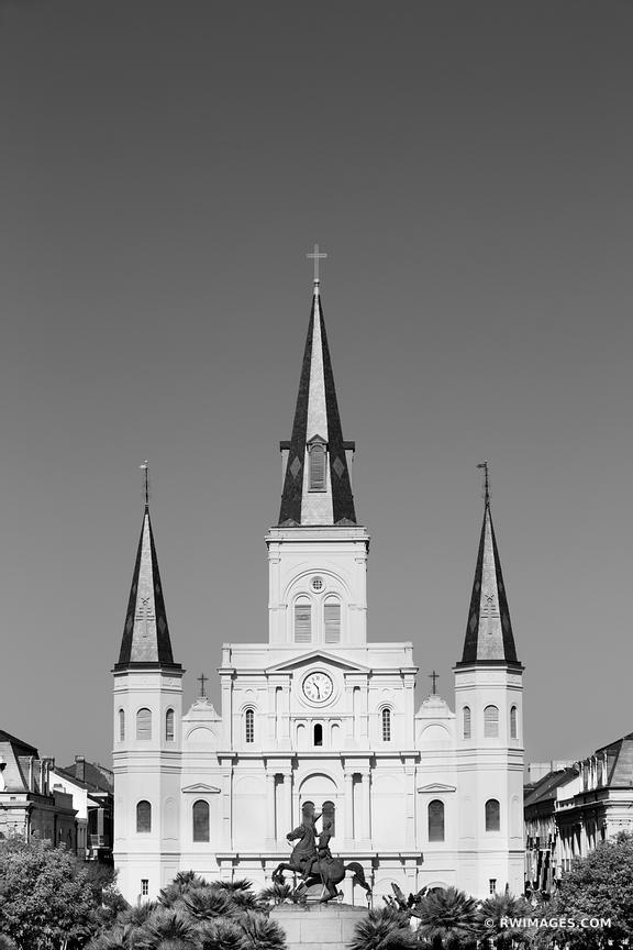 ST. LOUIS CATHEDRAL JACKSON SQUARE FRENCH QUARTER NEW ORLEANS LOUISIANA BLACK AND WHITE VERTICAL