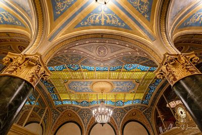 Detroit_Opera_House_Ford_Lobby_Underneath_Arch