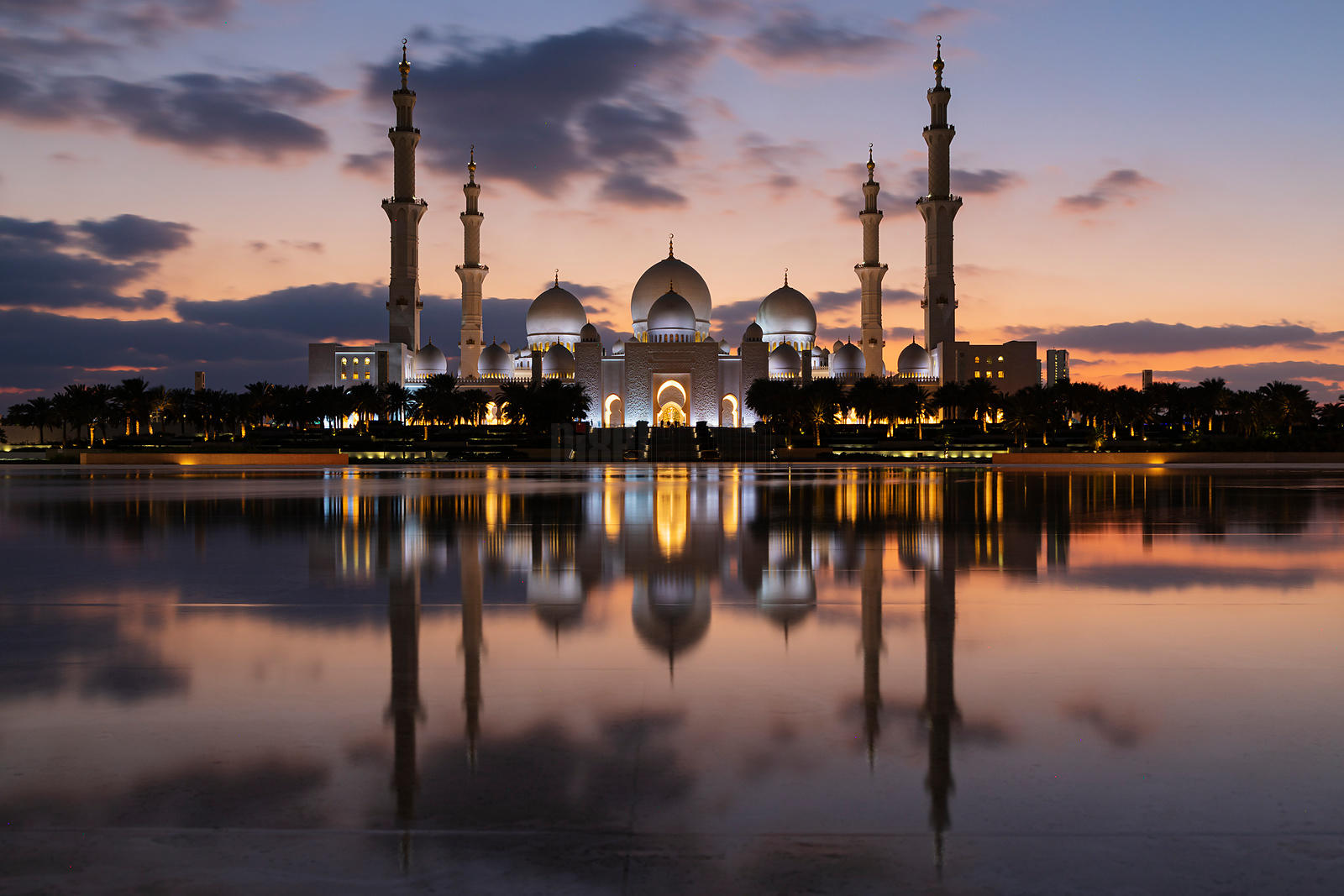 Sheik Zayed Mosque at Dusk