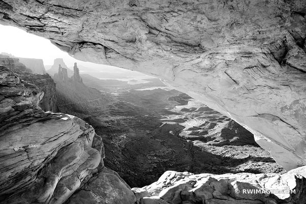 MESA ARCH SUNRISE CANYONLANDS NATIONAL PARK UTAH BLACK AND WHITE HORIZONTAL
