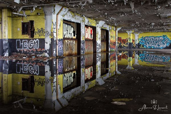 Marine_Terminal_Reflection_Graffiti