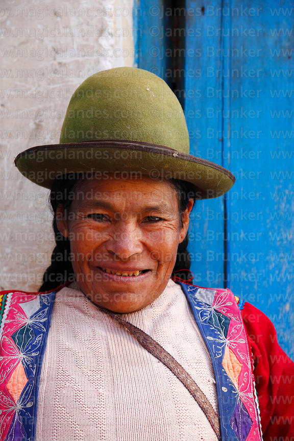 Quechua woman wearing traditional dress, Pisac, Sacred Valley, Peru