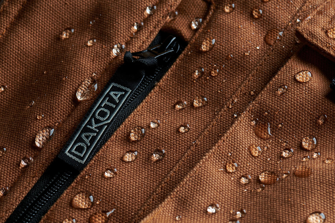 Product Photography, Dakota Parka with Water Droplets, Commercial Photographer Rive-Sud Montreal