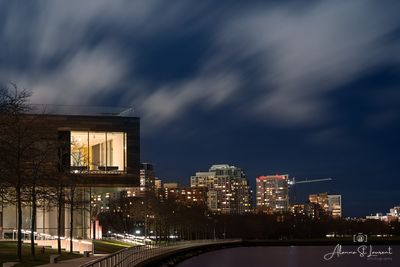 Milwaukee_Art_Museum_at_Night_Long_Exposure