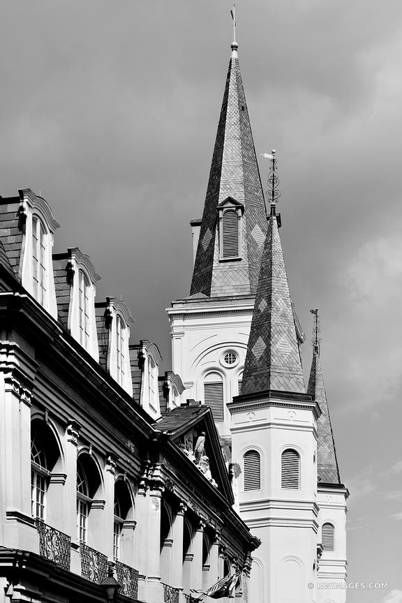 THE CABILDO ST. LOUIS CATHEDRAL FRENCH QUARTER NEW ORLEANS LOUISIANA BLACK AND WHITE VERTICAL