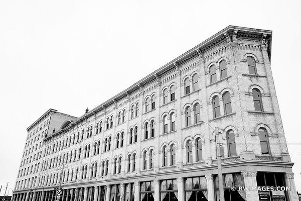 PRITZLAFF BUILDING HISTORIC ARCHITECTURE LANDMARK DOWNTOWN MILWAUKEE WISCONSIN BLACK AND WHITE