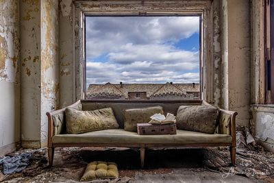 Lee_Plaza_Couch_Window_24x36_Elco