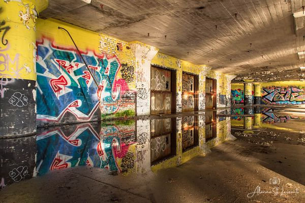 Marine_Terminal_Sunshine_Graffiti_Reflection