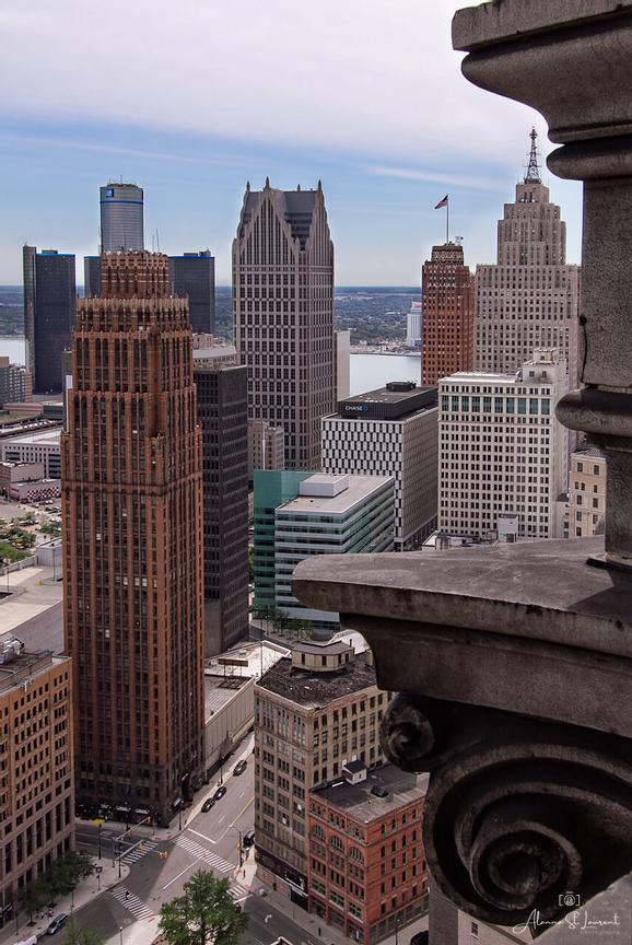 Detroit_Skyline_from_Book_Tower_Ledge