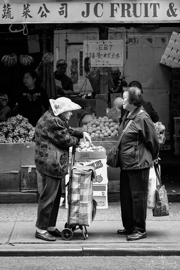 NYC_Chinatown_Two_Old_Ladies