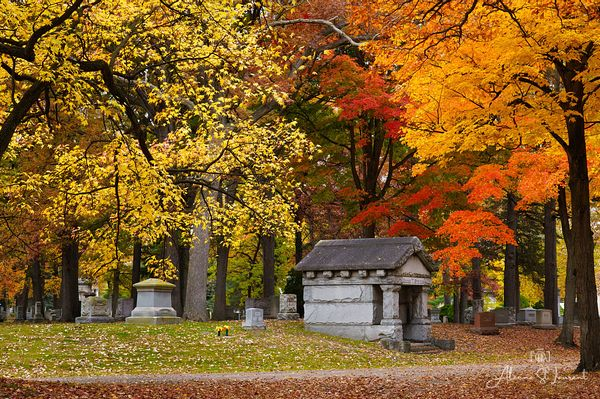 Woodlawn_Cemetery_Mausoleum_Fall_Color