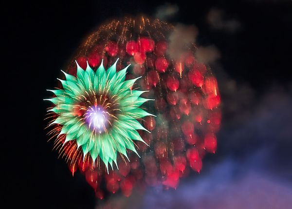 bay-city-fireworks-2018_-red-ball-green-flower_NO_WATERMARK_IMG_2395