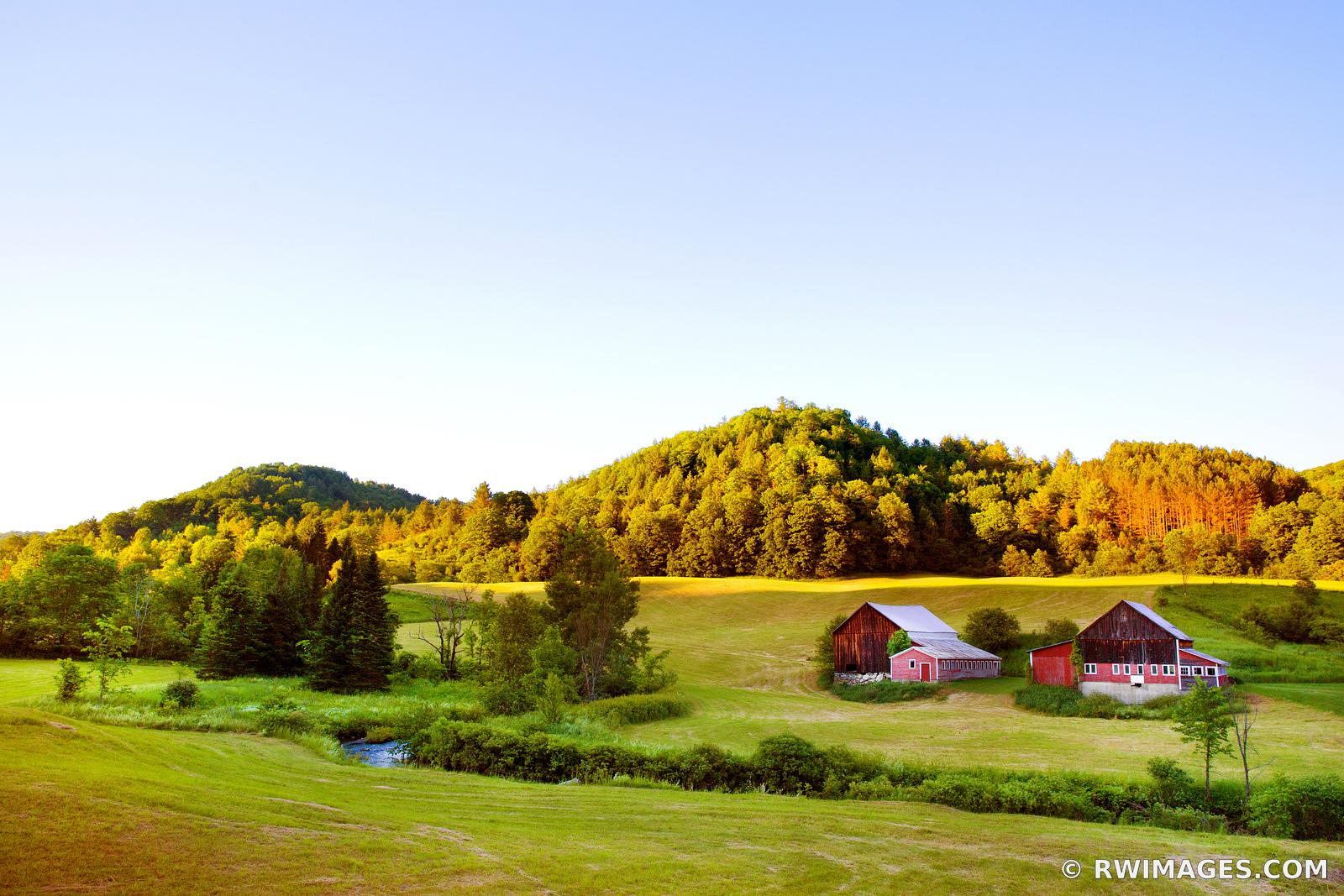 RED BARNS FARMFIELD IN THE VALLEY RURAL VERMONT NEW ENGLAND LANDSCAPE FALL