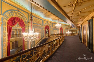 Detroit_Opera_House_Lobby_Side_View