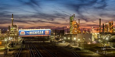 Marathon_Oil_Refinery_with_Sign