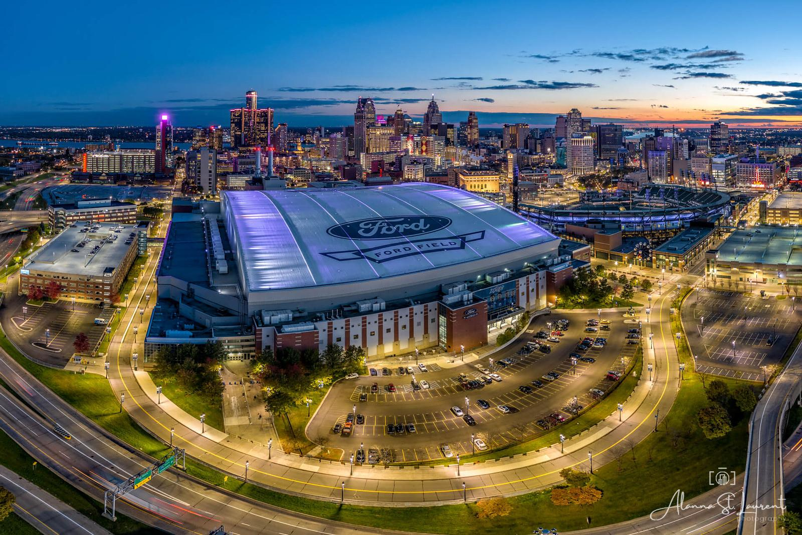 Ford_Field_with_Detroit_Skyline_Blue_Hour