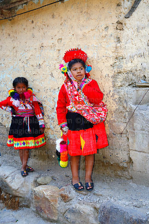 Quechua girls from Patacancha Valley wearing traditional dress, Ollantaytambo, Sacred Valley, Peru