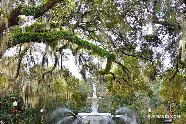 FORSYTH PARK FOUNTAIN SAVANNAH GEORGIA