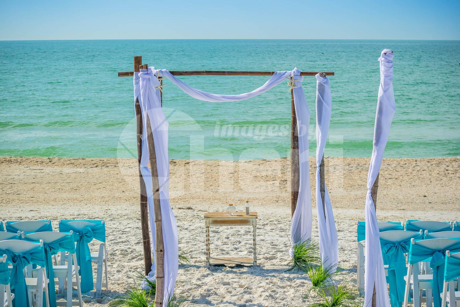 A simple beach wedding arch in Brandeton, florida
