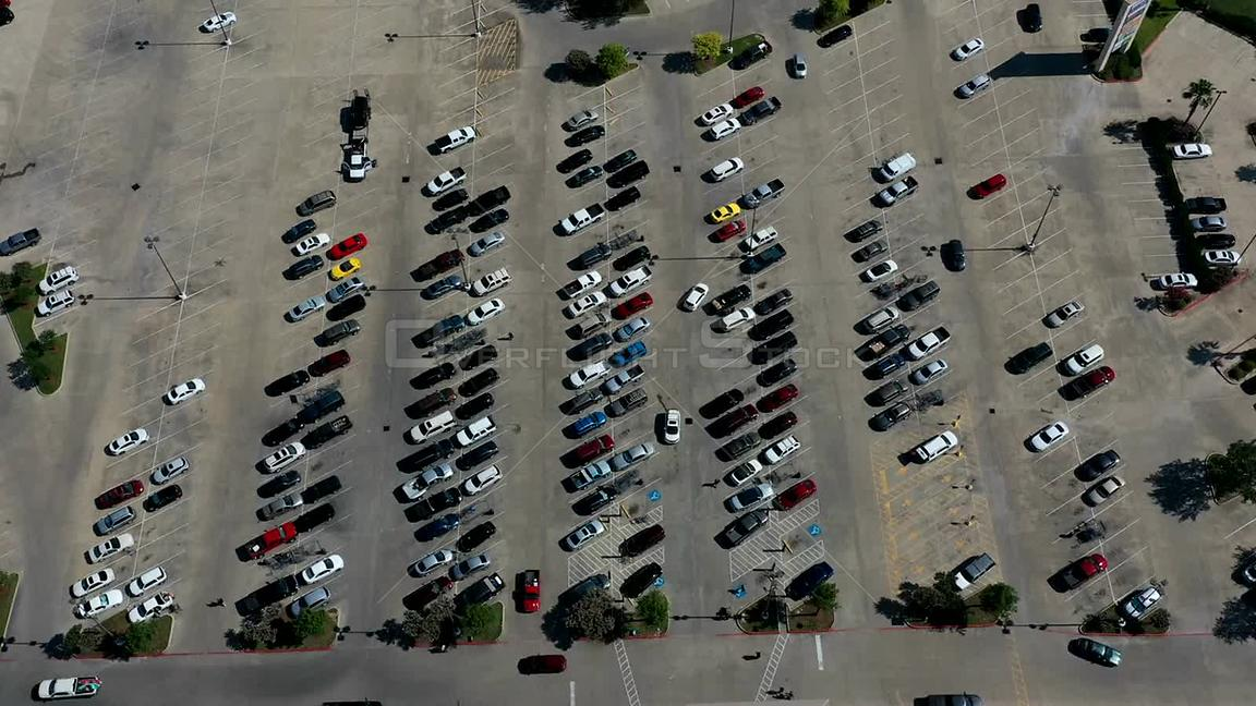 Timelapse of cars and people in a grocery store parking lot, Bryan, TX, USA