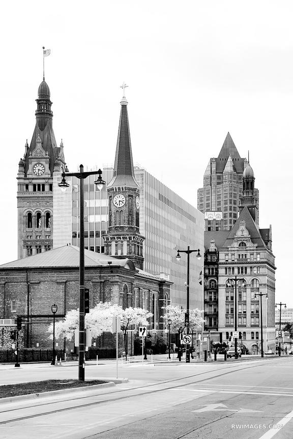 DOWNTOWN MILWAUKEE WISCONSIN BLACK AND WHITE