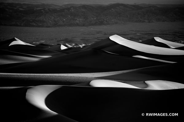 MESQUITE FLAT SAND DUNES DEATH VALLEY CALIFORNIA AMERICAN SOUTHWEST DESERT BLACK AND WHITE LANDSCAPE