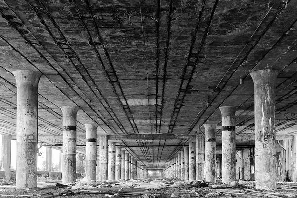 Packard_Plant_Columns_Leading_Lines_BW