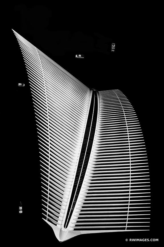 OCULUS AND FOUR CARS WORLD TRADE CENTER MANHATTAN NEW YORK CITY NEW YORK BLACK AND WHITE VERTICAL