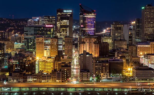 Pittsburgh_Skyline_Closeup_Mt_Washington