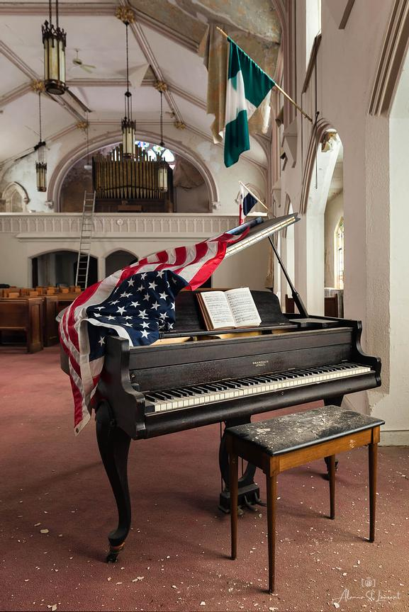 St_Louis_St_Edwards_Church_Piano