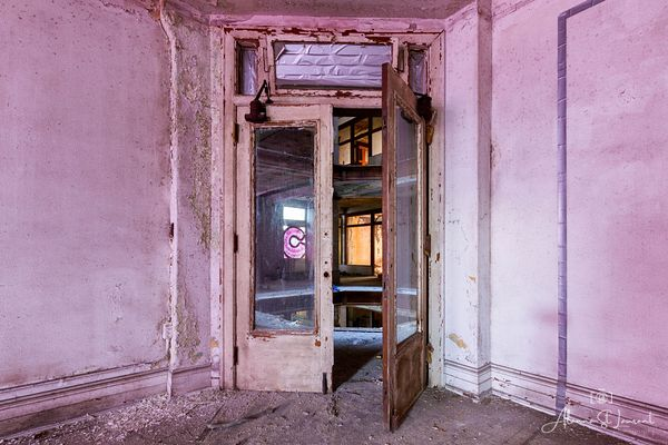 Farwell_Pink_Room_Doorway