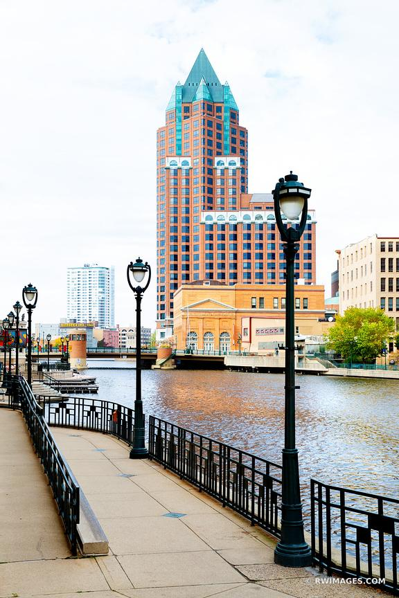 MILWAUKEE RIVER DOWNTOWN MILWAUKEE WISCONSIN