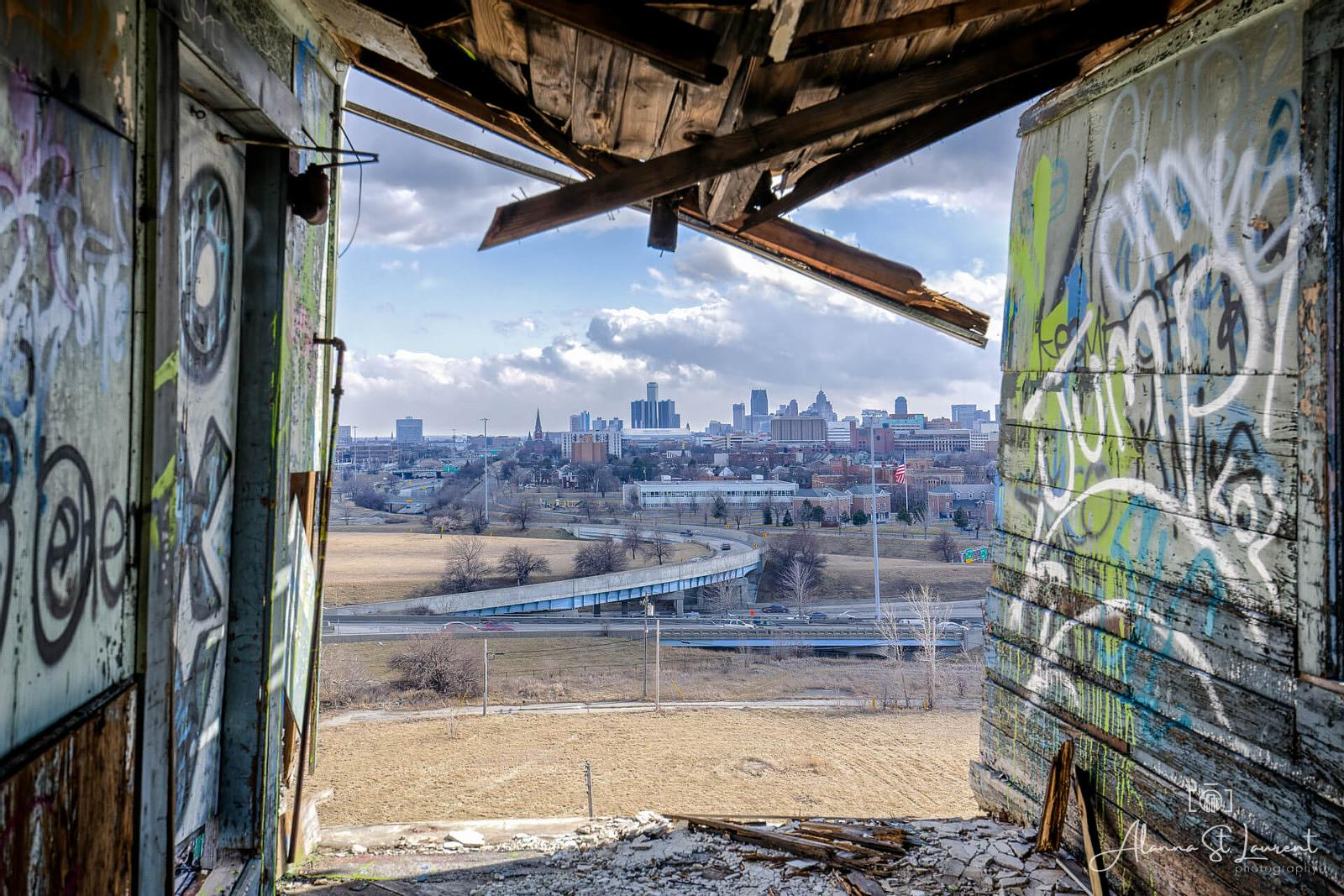 Fisher_Body_Plant_Roof_Detroit_Skyline