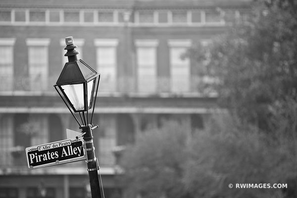 STREET LAMP PIRATES ALLEY FRENCH QUARTER NEW ORLEANS LOUISIANA BLACK AND WHITE