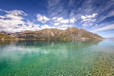 Clear waters of Lake Hawea on New Zealands South Island