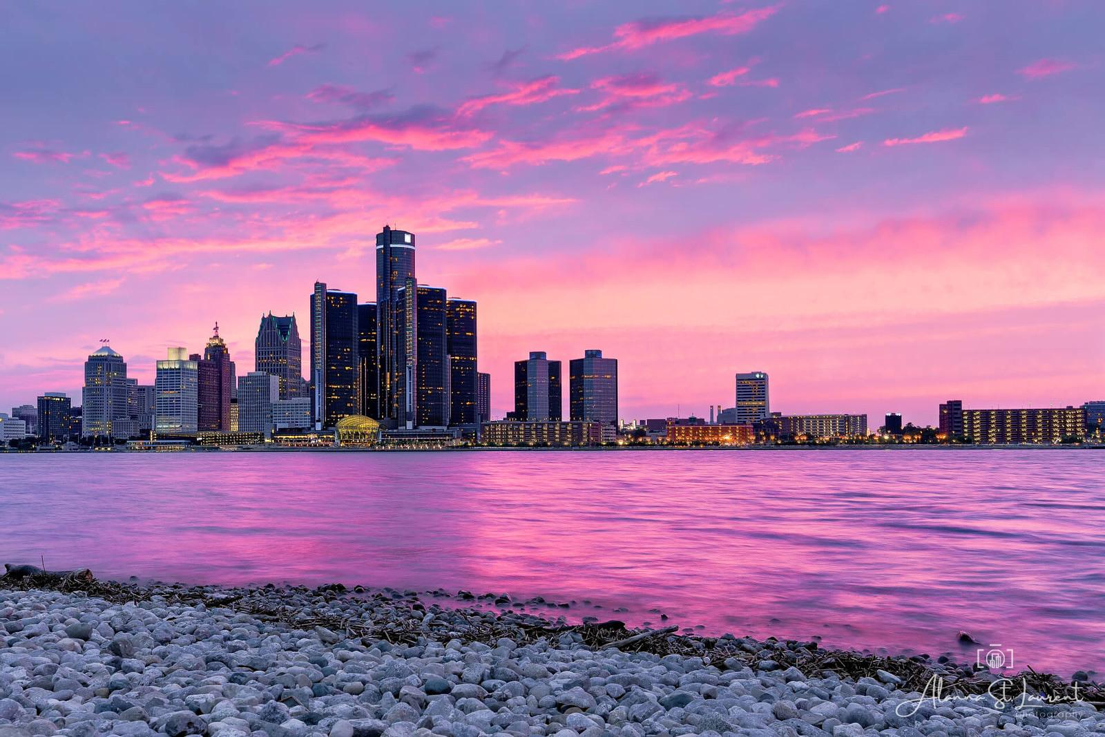 Detroit_Skyline_Windsor_Fuscia_River