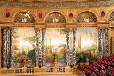 Fillmore_Theatre_Chandeliers_with_Frescos