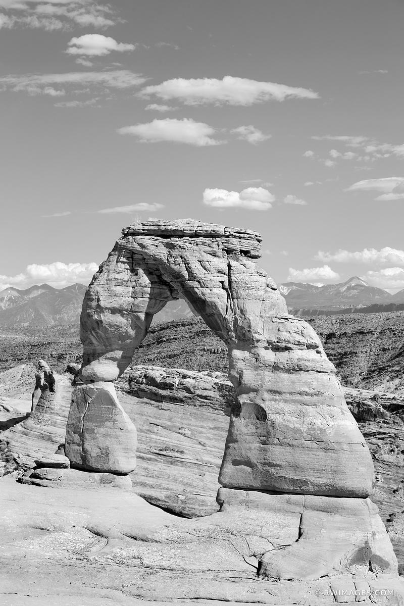 DELICATE ARCH ARCHES NATIONAL PARK UTAH BLACK AND WHITE VERTICAL AMERICAN SOUTHWEST DESERT LANDSCAPE ARCHES