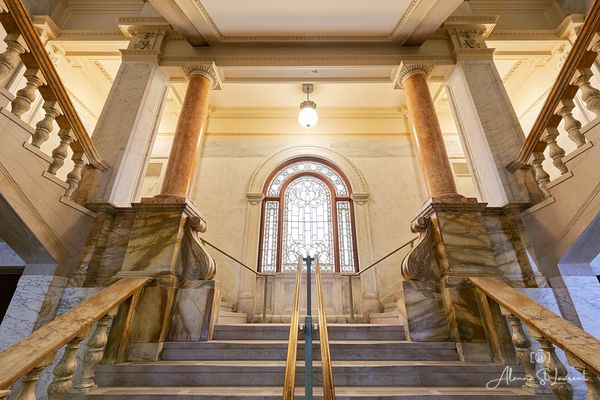 Wayne_County_Courthouse_Staircase_Stained_Glass_Window
