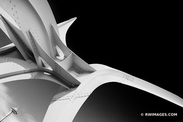 OLYPMIC SCULPTURE PARK AND SPACE NEEDLE SEATTLE BLACK AND WHITE