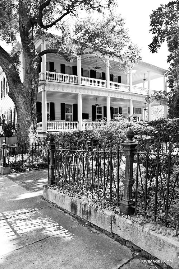 CHARLESTON SOUTH CAROLINA BLACK AND WHITE VERTICAL