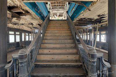 Boblo_SS_Columbia_Main_Staircase_Going_Up