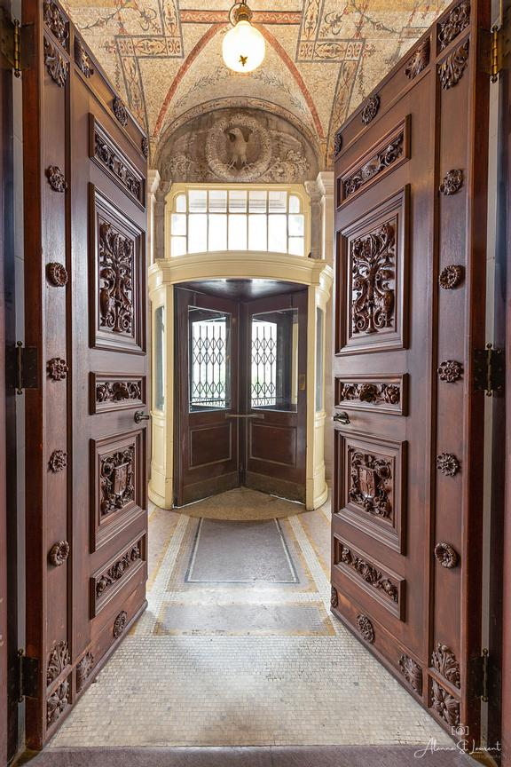 Wayne_County_Courthouse_Front_Doors