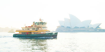 Ferry_and_Opera_House_in_Sydney_Habour_-1