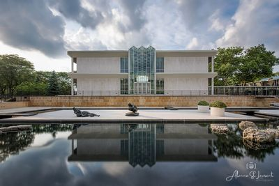 McGregor_Reflecting_Pool_Yamasaki_Front