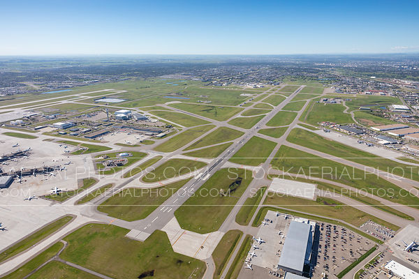 Runway 35L/17R, Calgary International Airport