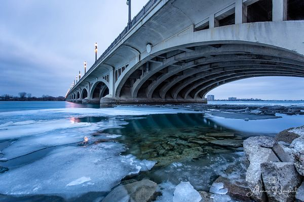 Belle_Isle_MacArthur_Bridge_Ice_Floes